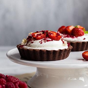 Málnás-kakaós-fehér csokoládés tortácska
