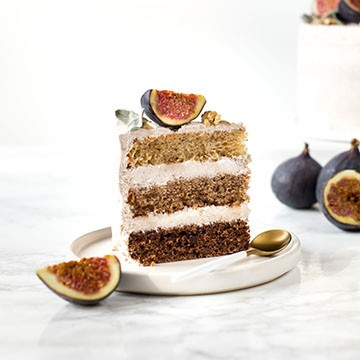 Banana ombre cake with cinnamon filling