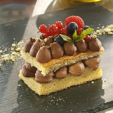 Chocolate mousse with crumbled butter biscuit